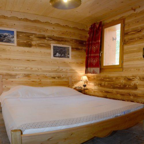 chalet-etoile-du-berger-chambre-lit-double-le-corbier-les-sybelles