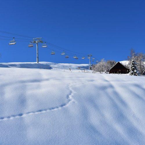 le-corbier-domaine-skiable-les-sybelles-paysage-hiver-neige-chalet