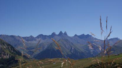 le-corbier-les-sybelles-aiguilles-d-arves-paysage-ete