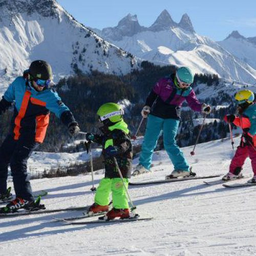 le-corbier-les-sybelles-ski-alpin-famille-hiver