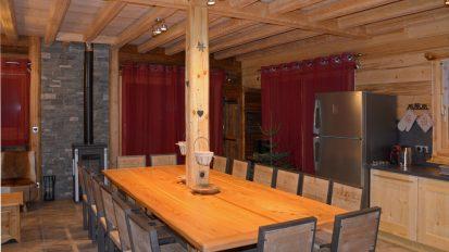 location-chalet-etoile-filante-salon-cuisine-le-corbier-les-sybelles