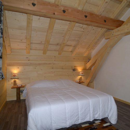 location-chalet-etoile-polaire-chambre-lit-double-le-corbier-les-sybelles